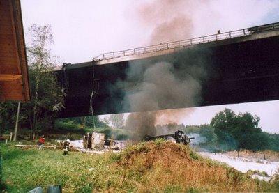 """""""Benzinvežis susprogdino """"Wiehltal"""" tiltą Vokietijoje"""""""