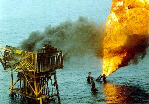 """""""Gaisras Didžiosios Britanijos """"Piper Alpha"""" naftos platformoje Šiaurės jūroje"""""""